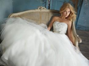 Áo cưới cho cô dâu có vòng 3 khiêmtốn