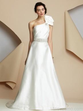 Áo cưới với nơ xinhxắn