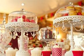 Đám cưới vui nhộn với họa tiết chấmbi