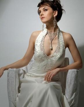 Mẫu áo cưới giúp cô dâu gợi cảmhơn