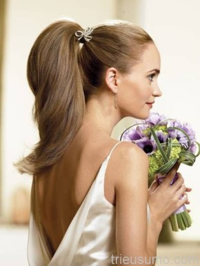 Tóc đuôi ngựa cho cô dâu mùahè
